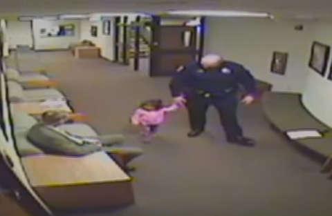 poliziotto_babysitter