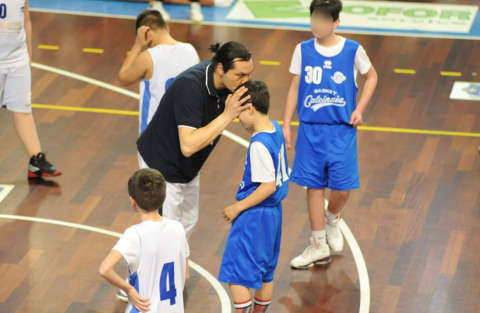 allenatore_basket_bacio