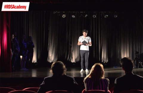 Prova di improvvisazione in teatro per Valerio
