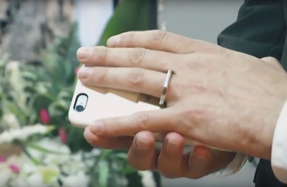 Aaron Chervenak ha sposato il suo smartphone