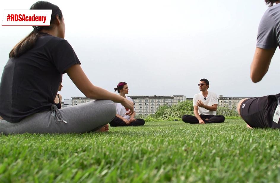 Yoga per tutti nel giardino di RDS
