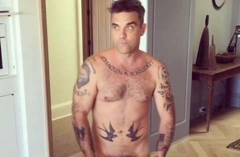 Robbie Williams nudo