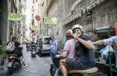 Stefano Gabbana in motorino a Napoli