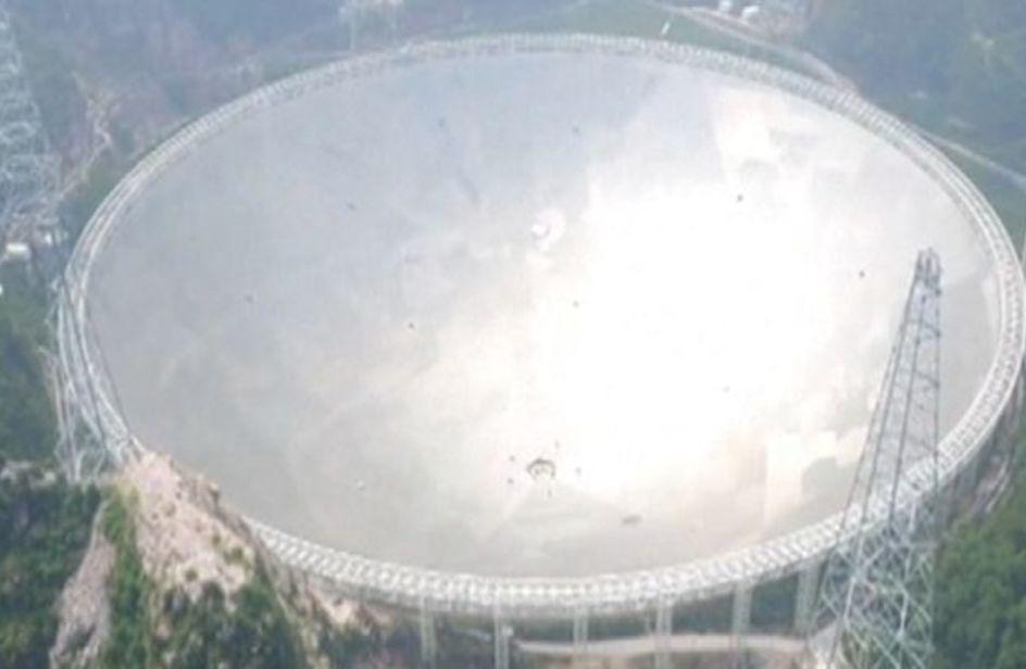 La Cina a caccia di alieni con il super radiotelescopio