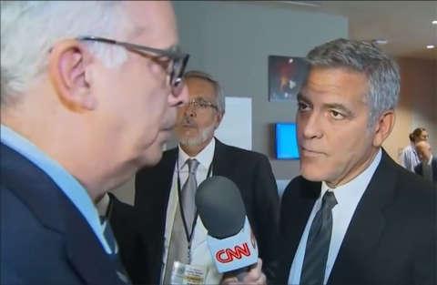 George Clooney scopre in diretta del divorzio dei Brangelina