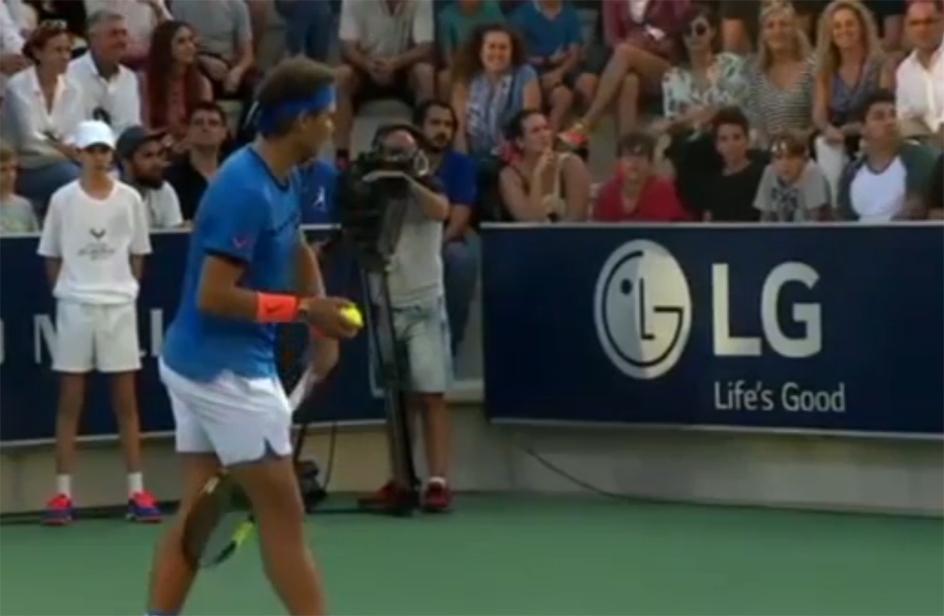 Durante il match Nadal-McEnroe una mamma perde la bimba sugli spalti
