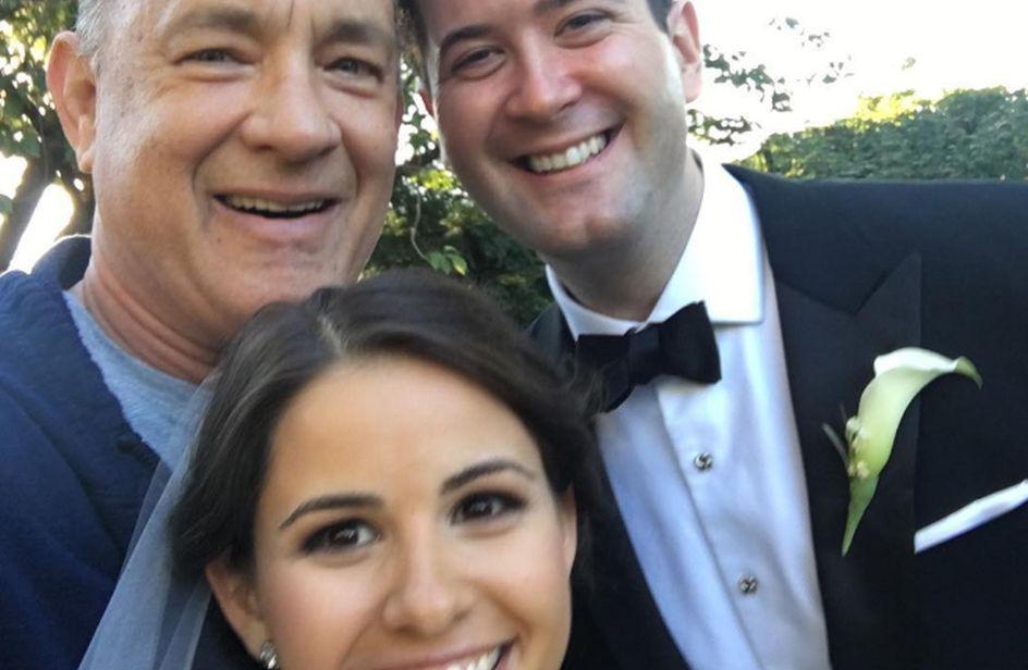 Tom Hanks photobomber tra gli sposi