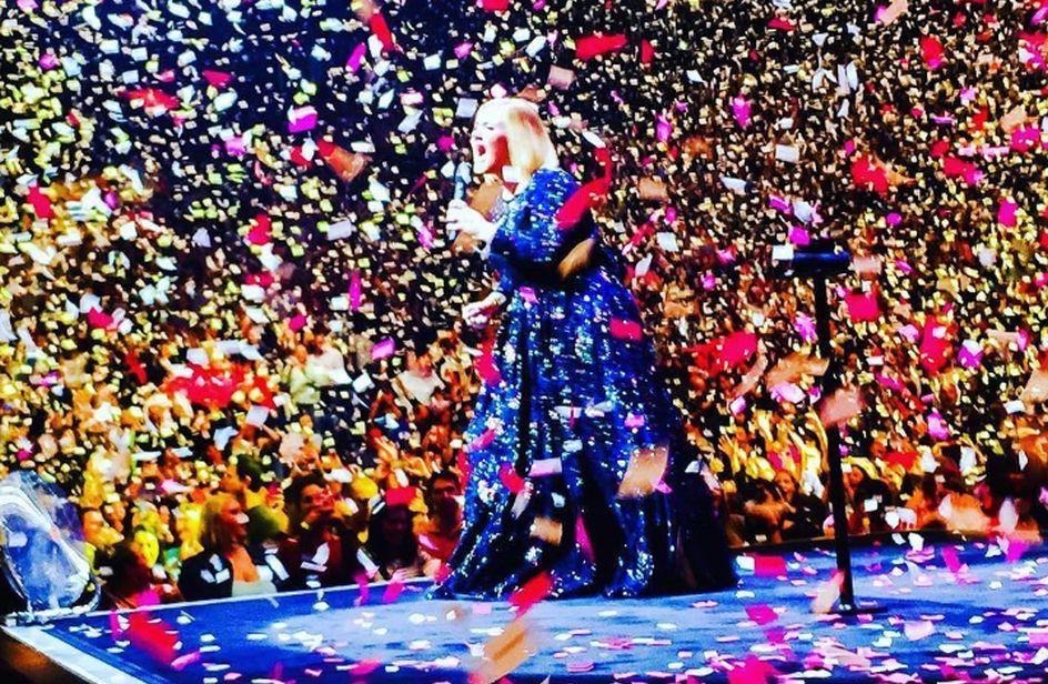 Adele: pioggia di parole d'amore da parte di Simon Koneki
