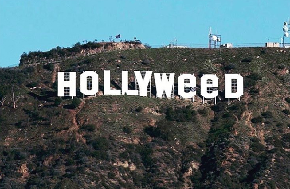 Los Angeles, la scritta Hollywood diventa Hollyweed per una notte