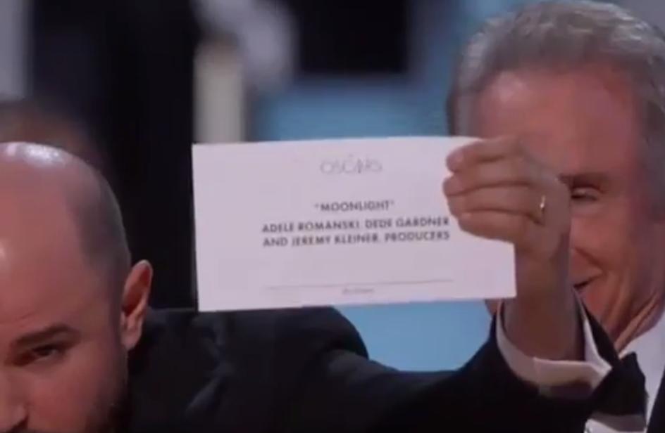 Oscar 2017: premiano per sbaglio La La Land e il cast scende dal palco