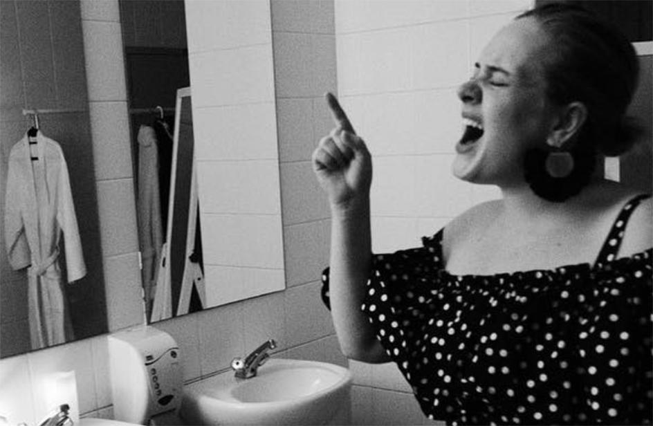 Adele è in attesa del secondo figlio? Una foto su Instagram fa partire i rumors