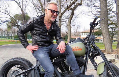 Con l'Harley si entra direttamente in casa, parola di Gianluca Vacchi