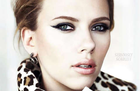 Giornalista non smette di ridere mentre annuncia il divorzio di Scarlett Johansson
