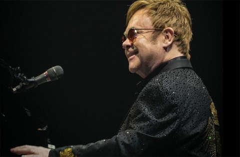 Pericolo scampato per Elton John che ha rischiato di morire