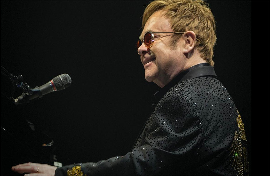 Elton John ha rischiato di morire: cancellati concerti e tour