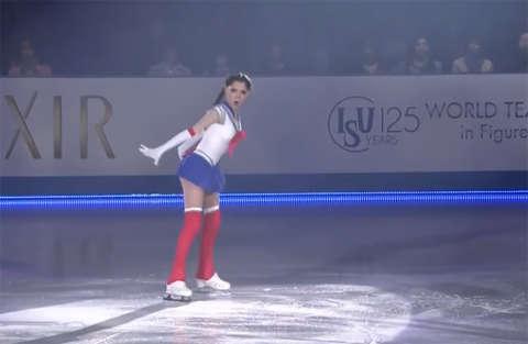 Torna Sailor Moon e lo fa sui pattini, interpretata da Evgenia Medvedev
