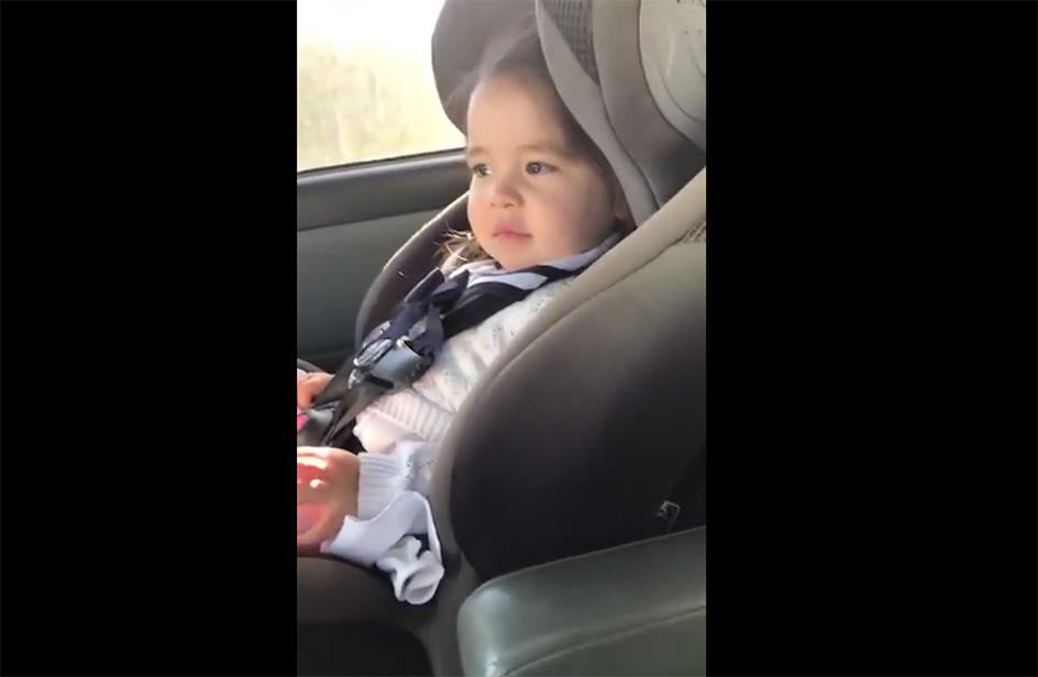 Maddie ha due anni e si scatena in auto con la hit di Bruno Mars