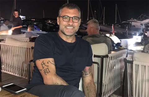 Bobo Vieri in vacanza subisce un gavettone da Petagna e diventa virale