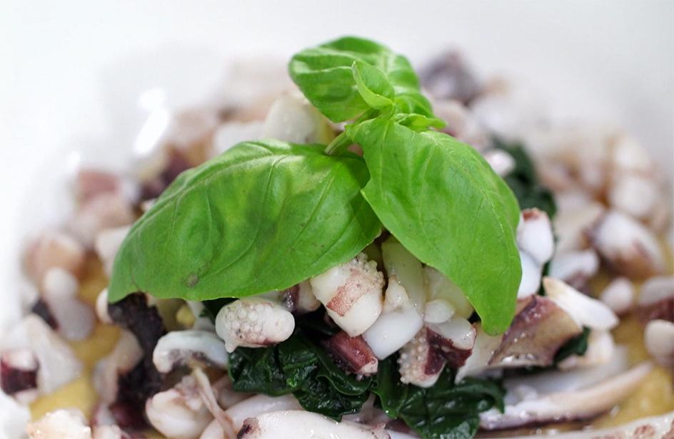 Seppie arrosto su fondente di ceci e spinaci - Kitchen Bau & Miao