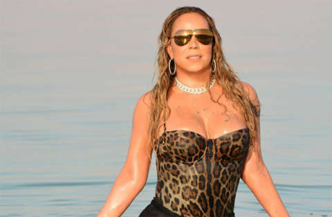 Mariah Carey svogliata sul palco si muove con difficoltà